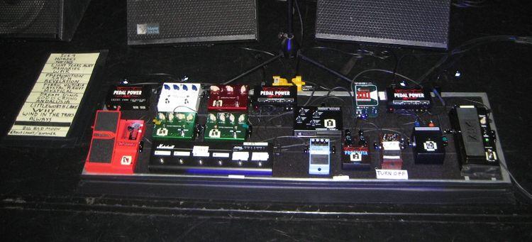 Joe-Satriani-pedalboard