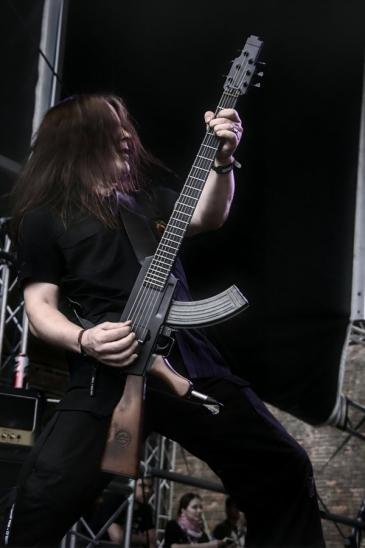 Сами Лопакка (гр. KYPCK) и гитара-автомат