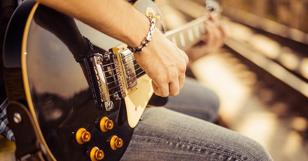 igra-kvintami-na-electrogitare