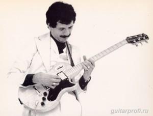 Carlos-Santana-with-Gibson-L6S