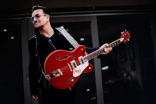 bono-with-gretsch-guitar