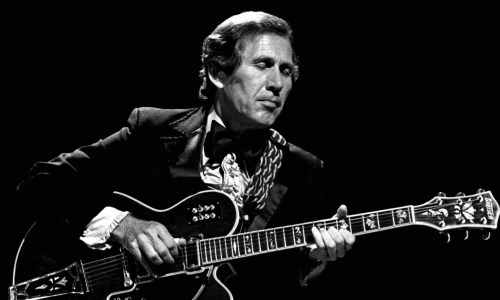 chet-atkins-with-gretsch-guitar