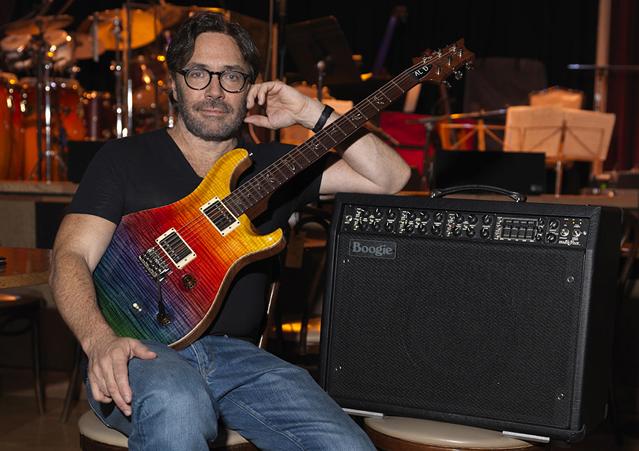 Эл Ди Меола с гитарой PRS Prism