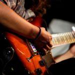 Глушение струн на гитаре